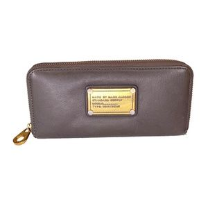 MARC BY MARC JACOBS  ID PLAQUE KHAKI LEATHER WALLET
